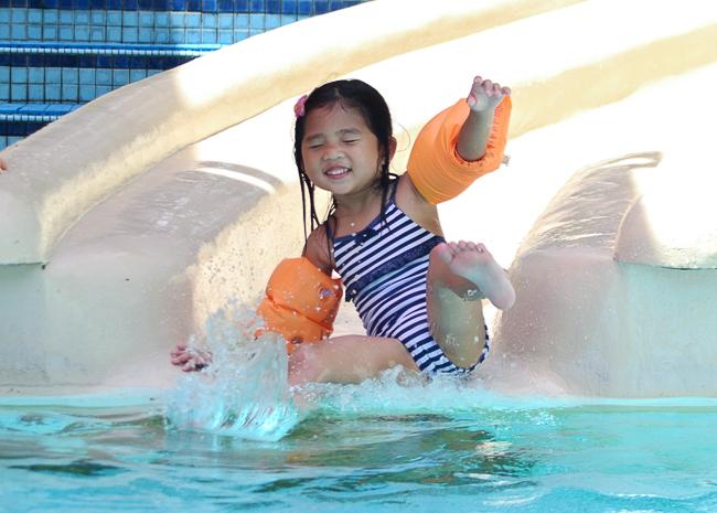 kirsten swimming