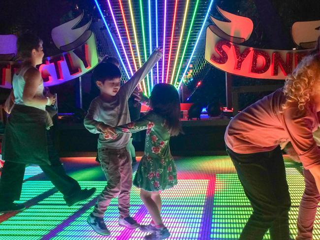 vivid dancing 3